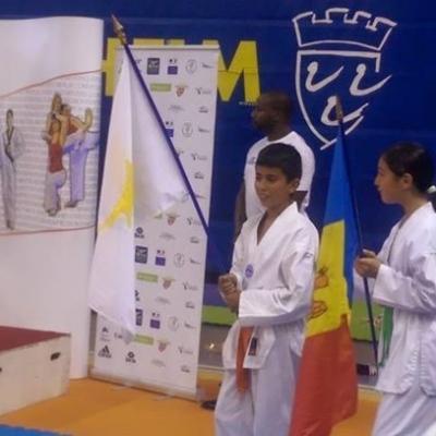 Malik et Amina en porte drapeau