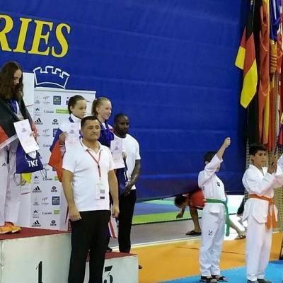 Lucas, Malik et Amina en porte drapeau