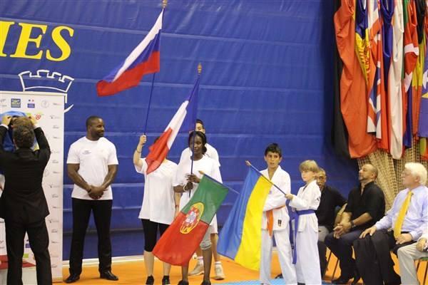Malik en porte drapeau